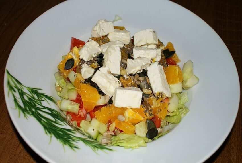 Fruchtiger Schafskäse Salat mit Chiasamen